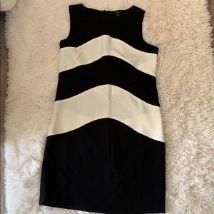 And Taylor black & white dress like new condition
